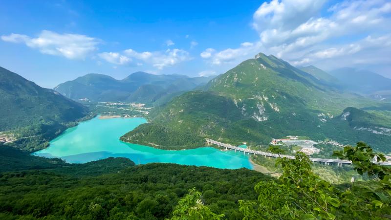 Vista sul lago di Cavazzo dal Belvedere Tucjar