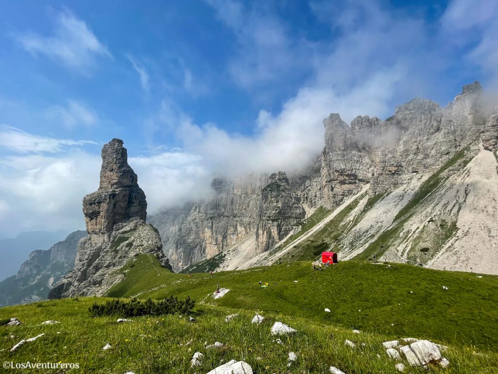 Campanile di Val Montanaia e bivacco Perugini